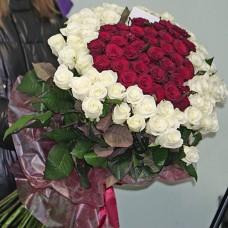Букет из 101 высокой розы в виде сердца
