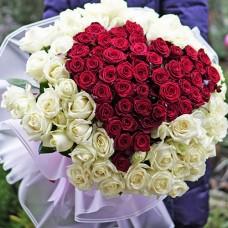 Огромный букет из 101 высокой розы в виде сердца