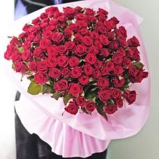 101 красная роза средней высоты
