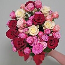 19 троянд в капелюшній коробці