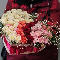 Композиция сердце из роз в коробке