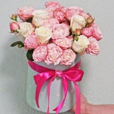 Букет из кустовых роз в шляпной коробке