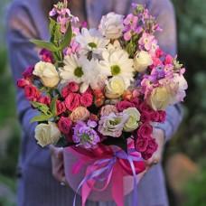 """Букет из сезонных цветов в шляпной коробке """"Летний"""""""