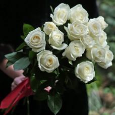 11 білих троянд в упаковці