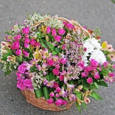 team a Big basket of flowers 'Summer in the garden'